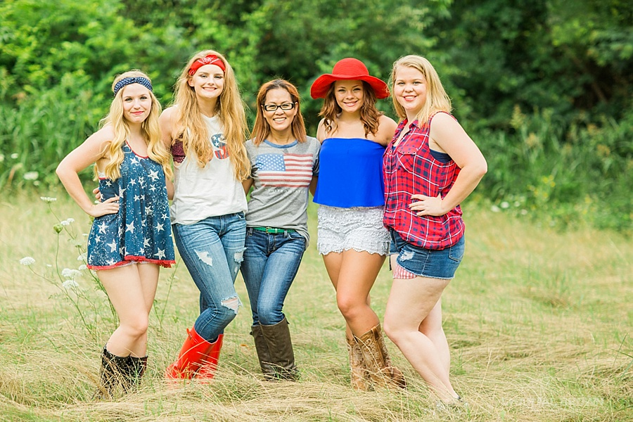 The best 4th of July styled senior portraits group session taken by the beautiful Chantal Brown Photography in Dallas.